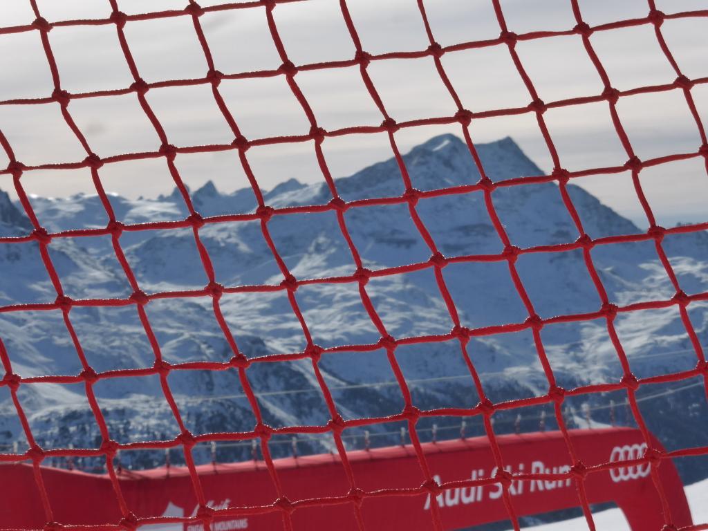 Geröteter Blick auf das Skigebiet Corvatsch, Engadin.